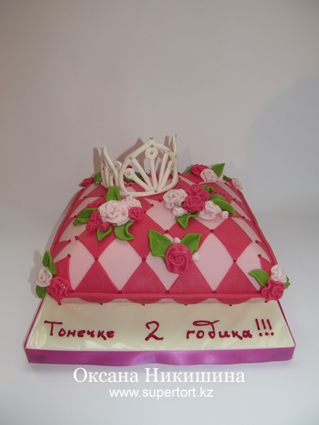Торт Подушка с короной (2)
