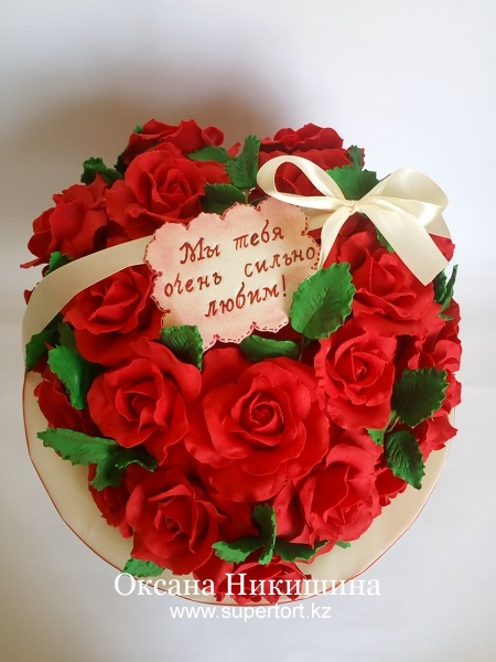 """Торт """"Сердце из роз"""""""